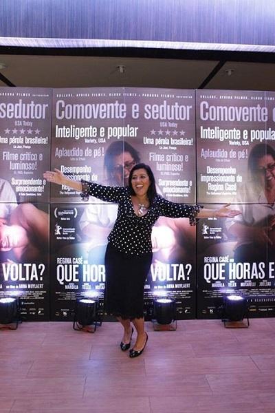 [Regina Casé durante pré-estreia do filme no Rio de Janeiro| Reprodução\ Facebook]