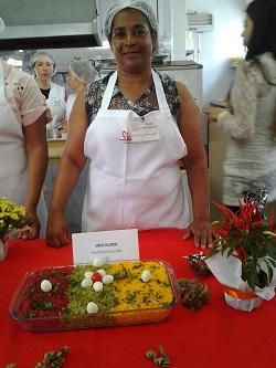 Maria Aparecida e o arroz colorido| Foto: WFP/Mariana Rocha