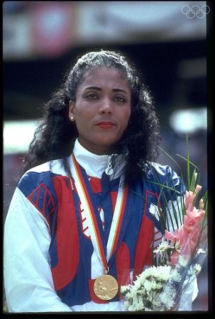 Flo-Jo, como era conhecida, ganhou a medalha de ouro nos 100 metros em Seul (Foto: Olympics.org)