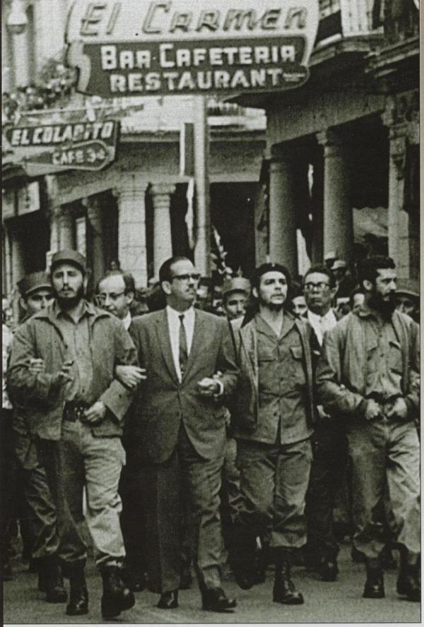 Fidel Castro e o Che marcham em Havana, em 1959
