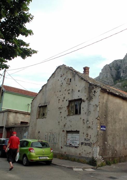 Cidade de Mostar, no sul do país, ainda guarda resquícios da guerra