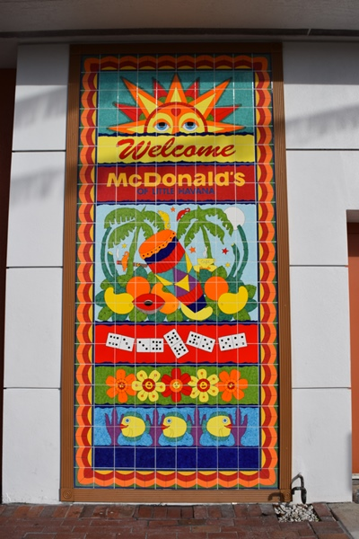 Fachada do McDonald's de Little Havana