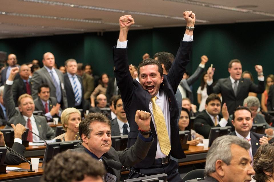 Deputados comemoram aprovação da PEC na CCJ - Marcelo Camargo / Agência Brasil