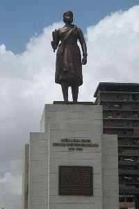 Nzinga é homenageada com uma estátua em Luanda