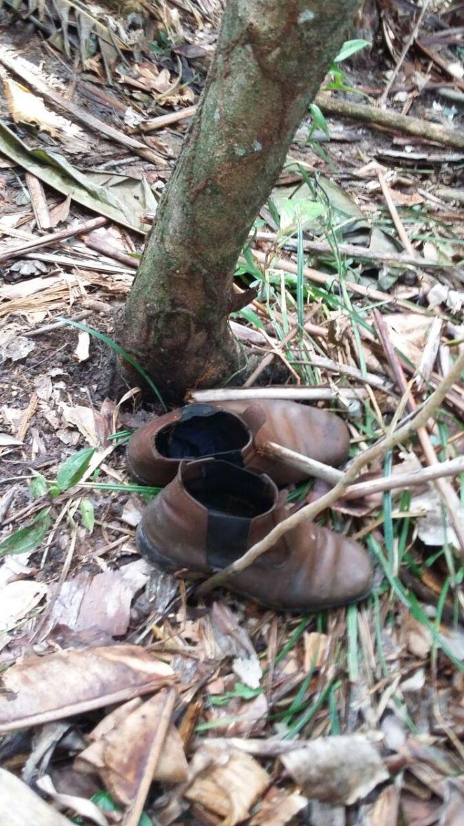Pertences foram deixados para trás na Fazenda Santa Lúcia, local das 10 mortes (Foto: CNDH)