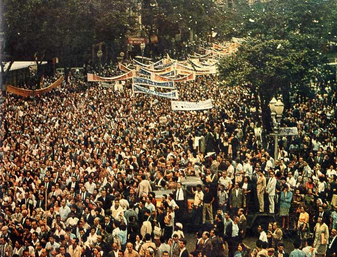 Marcha da Família com Deus pela Liberdade, movimento surgido em março de 1964 favorável à deposição do então presidente da República, João Goulart. Foto: CPDOC-FGV