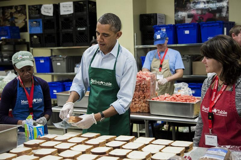 Resultado de imagem para barack obama cozinhando