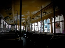 Novos carros na frota de trólebus de Valparaíso dividem opiniões de turistas e moradores