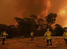 Incêndios se aproximam de Melbourne e obrigam 100 mil a deixar suas casas