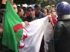 Argelinos vão às ruas pela nona sexta-feira consecutiva para pedir fim do 'velho sistema'