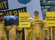Ricardo Salles é alvo de protesto em Berlim