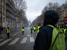 Coletes amarelos voltam às ruas e querem acampar perto da torre Eiffel