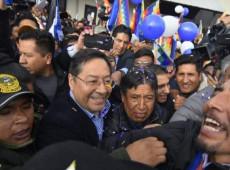 Milhares de bolivianos vão às ruas de La Paz para receber candidato à presidência do MAS