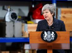 Rejeitar plano do governo para Brexit abre possibilidade de Reino Unido ficar na UE, diz May
