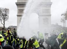 Paris registra novo sábado de tumulto e violência entre 'coletes amarelos' e polícia