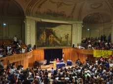 Governo Bolsonaro é mistura de neofascismo com neoliberalismo, diz Dilma em Sorbonne