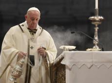Em missa de Páscoa, Papa Francisco pede orações por vítimas de atentados no Sri Lanka