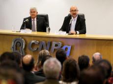 Ataques contra ciência no Brasil colocam sociedade em risco,  diz especialista