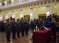 Presidente autoproclamada da Bolívia troca comandante-chefe das Forças Armadas