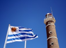 Acordo que facilita residência permanente de brasileiros no Uruguai é promulgado