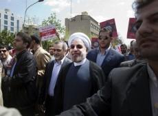 Após 8 anos de governo, Ahmadinejad passa presidência do Irã para Rohani