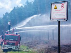 Incêndio florestal ameaça detonar munições da Segunda Guerra