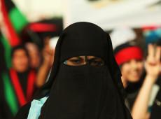 Tunísia proíbe uso de véu islâmico por 'razões de segurança'