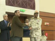 Militares e oposição civil assinam acordo para compartilhar poder no Sudão