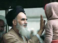 Hoje na História: 1979 - Aiatolá Khomeini volta ao Irã para liderar Revolução Islâmica