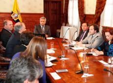 Moreno obedece 'ordens diretas' do FMI, afirma economista equatoriano