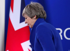 May acena com segundo referendo sobre o Brexit