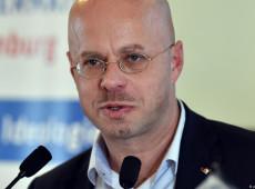 Líder regional da AfD admite participação em ato neonazista