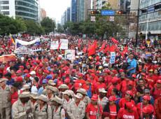 Militares juram lealdade a Maduro e rechaçam 'ingerência externa'