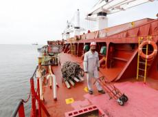 STF manda Petrobras abastecer navios iranianos