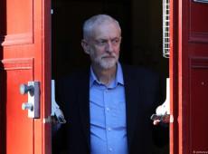 Líder da oposição abre caminho para eleição antecipada no Reino Unido