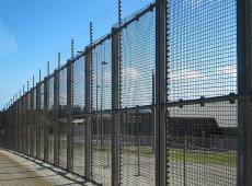 Austrália reabrirá controverso campo de detenção de migrantes