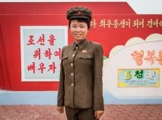 Fotógrafo registra retratos de mulheres da Coreia do Norte durante passagem pelo país; veja