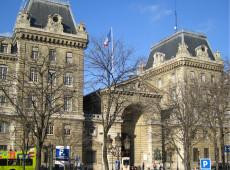 Homem armado com faca mata 4 na sede da polícia em Paris