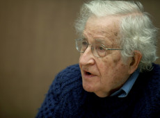 Lula é o principal preso político do mundo, diz Noam Chomsky