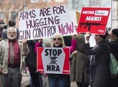 Tiroteio em Newtown reabre discussão sobre controle de armas nos EUA