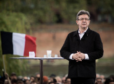Candidato à presidência da França em 2017, Mélenchon vai visitar Lula na prisão