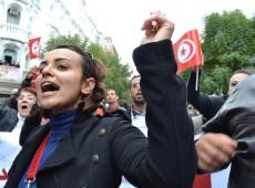 Tunísia aprova lei histórica sobre violência contra mulheres