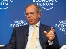 No lugar de Bolsonaro, Guedes se envolve em polêmica em Davos