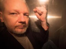 Assange é condenado a 50 semanas de prisão por tribunal britânico