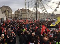 Greve contra reforma da Previdência continua e franceses se preparam para segunda-feira caótica