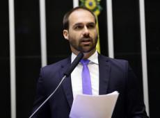 Eduardo completou idade mínima para virar embaixador um dia antes do anúncio de Bolsonaro