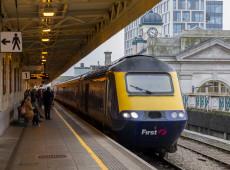 Apagão no Reino Unido paralisa trens e afeta mais de um milhão de pessoas