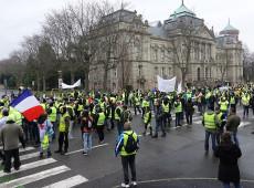 França ameaça proibir 'coletes amarelos' na Champs-Elysées