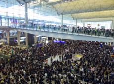Manifestantes voltam a ocupar aeroporto de Hong Kong e voos são novamente cancelados
