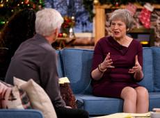 Sob pressão para renunciar, May tenta salvar acordo do Brexit